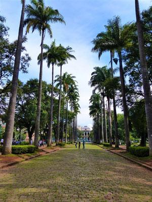 Praça da Liberdade mit Regierungsgebäude im Hintergrund
