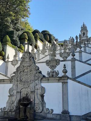 Die Via Sacra Treppen symbolisieren den Aufstieg zum Himmel - den muss man sich aber zuerst verdienen!!