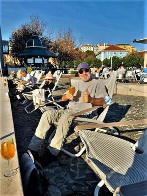 4. Dezember kurz vor unserer Abreise in die Schweiz - wir geniessen einen Porto Tonico und die letzten warmen Sonnenstrahlen....