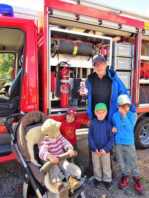 Löschfahrzeug und Rettungs-Team