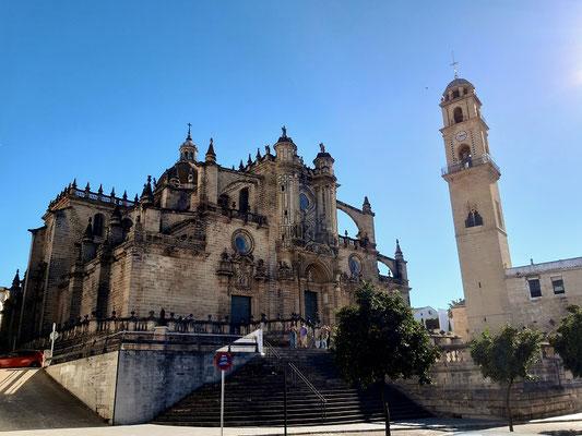 Die Kathedrale von Jerez - Turm und Kirche stehen getrennt....