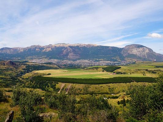 Coyhaique mit Tafelberg Cerro Mackay