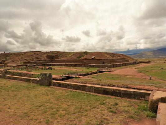 Die einst sieben-stöckige Pyramide Akapana....