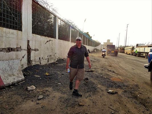 Landgang in Dakar - Mike übernimmt den 'Lead'