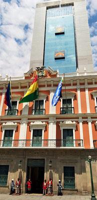 Regierungsgebäude mit dem Turm von Präsident Evo Morales - Casa Grande del Pueblo