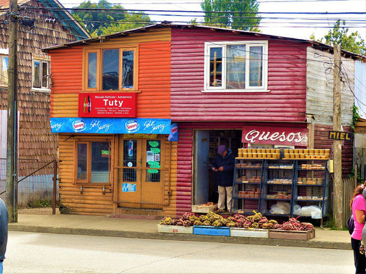 Hier kann man Honig, Käse und chilotische Kartoffeln kaufen