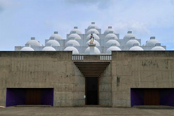 Neue Kathedrale - von den Einheimischen 'Caja de Huevos'/Eierkarton genannt....