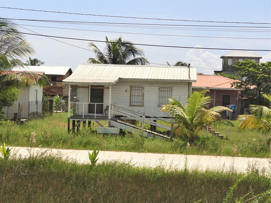 Die Häuser werden auf Stelzen gebaut - gegen die jährlichen Überschwemmungen