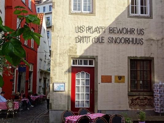 Das Schnoorviertel in Bremen, mit seinen engen Gassen, laden zum Verweilen ein