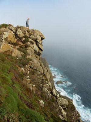 Röbä wagt trotz starkem Wind einen Blick in die Tiefe....