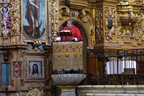 ....wo gerade eine Messe gelesen wird