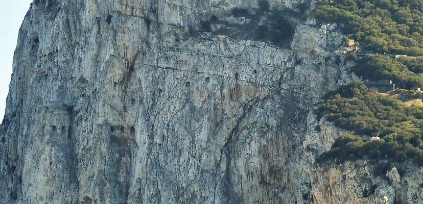 Der Felsen von Gibraltar mit den Geschützfenstern