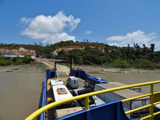 Wir setzten mit der Fähre über nach São Luís