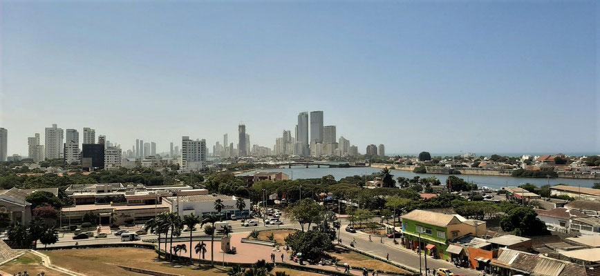Blick von der Festung auf den Stadtteil Bocagrande mit den höchsten Gebäuden Cartagenas