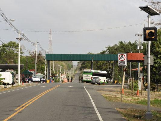 Militärkontrolle bei der Einfahrt ins Darién