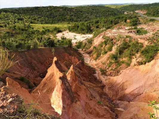 Vom Regen ausgewaschene Sandstein-Formationen