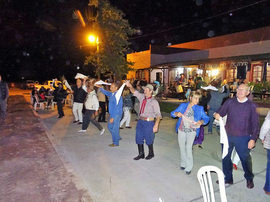 Traditionelle Tänze werden aufgeführt