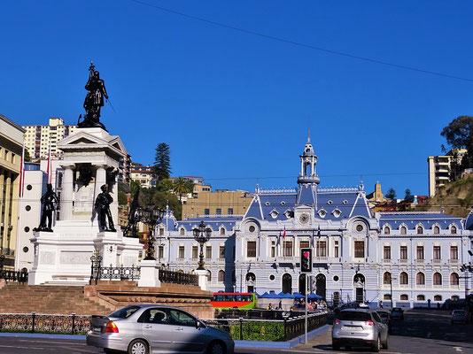 Plaza Sotomayor mit ehemaligem Sommersitz des chilenischen Präsidenten