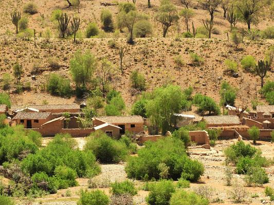 Dorf mit Häusern aus Lehmziegeln