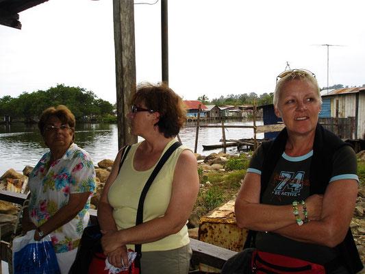 Warten auf das Wassertaxi von Almirante zur Isla Colón, Bocas del Toro