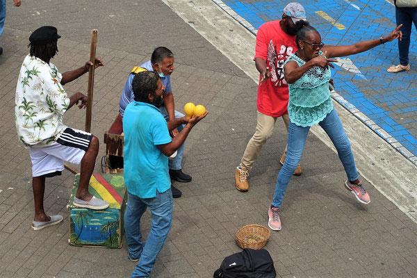 Eine karibische Musik- und Tanzgruppe