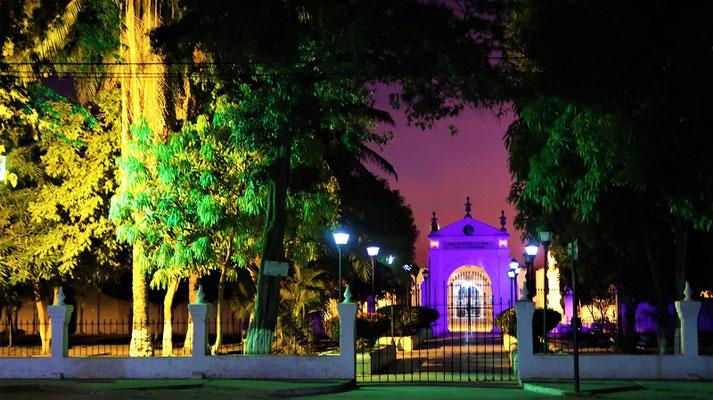 Lightshow auf dem Friedhof