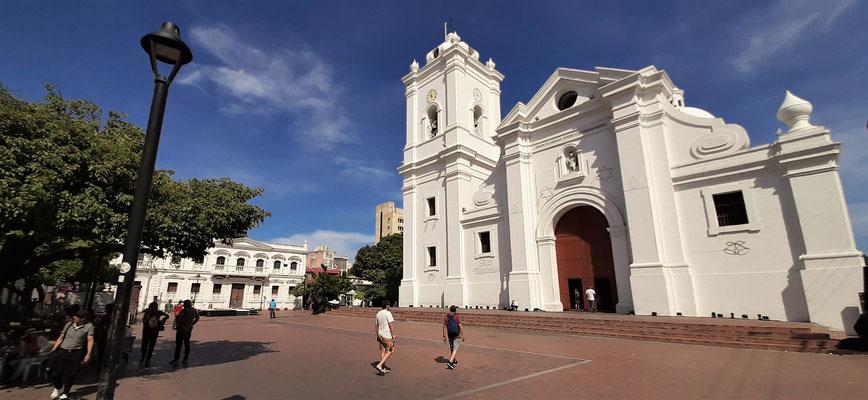 Kirche San Francisco - erbaut 1597 - zur Zeit der spanischen Besetzung war sie Angriffsziel von holländischen, französischen und englischen Piraten