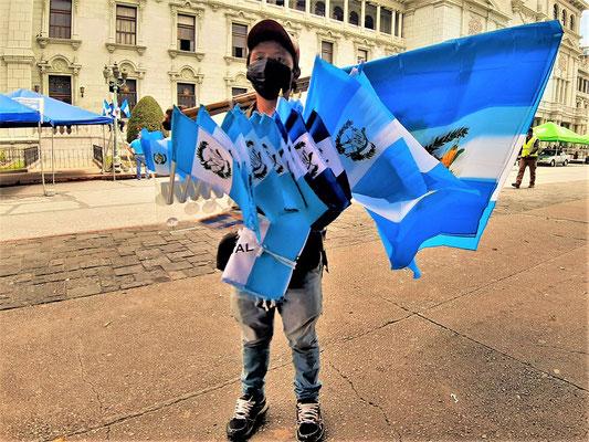 Am 15. September feiert Guatemala seinen 200. Geburtstag - Flaggen gibt es überall zu kaufen