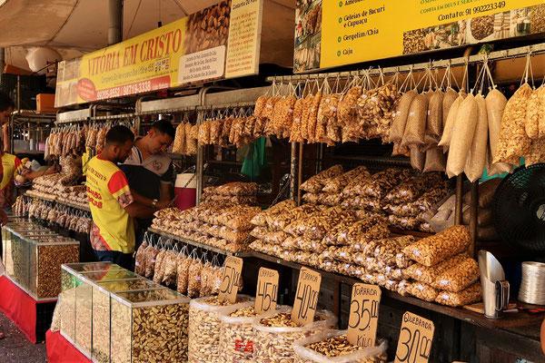 Nussmarkt - vorallem Paranüsse und Caju werden hier verkauft