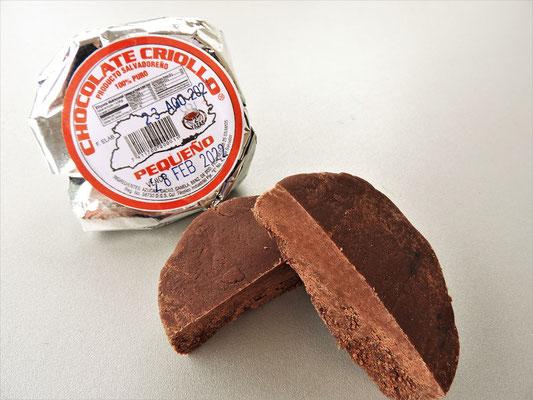 Chocolate criollo - Schockolade-Getränk: Tablette aus Zucker, Kakao und Zimt mit heissem Wasser anrühren