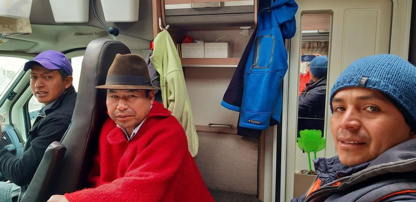 Die oberste Streikleitung des Dorfes fährt mit uns