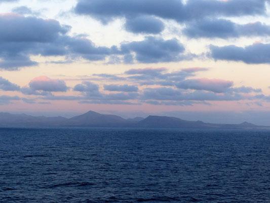 Vorbeifahrt an Fuerteventura am Morgen früh