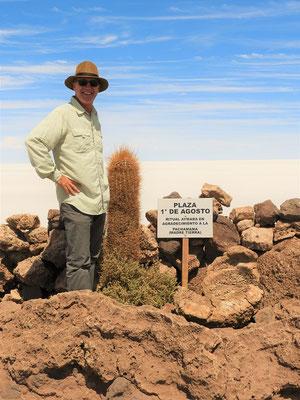 Platz des 1. August - Hier legen die Bolivianos Opfergaben für die Pachamama/Mutter Erde hin