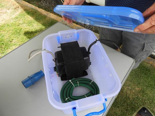 Der überholte Transformator in seiner belüfteten, spritzwasserfesten Kiste