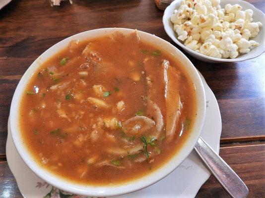 Encebollado ist ein Fischeintopf mit Zwiebeln und Maniok - eines der Nationalgerichte dieses Landes....