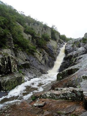 Der 20 m hohe Wasserfall Penitente