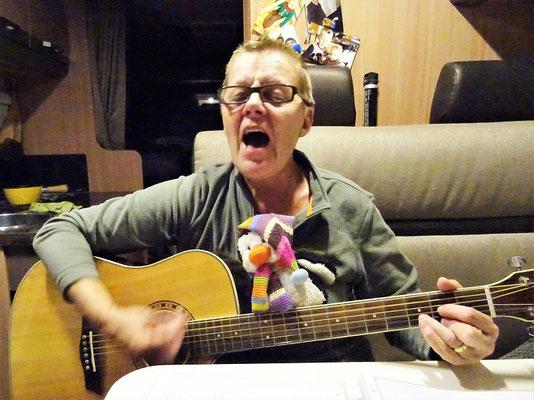 Die zwei singen 'Happy Birthday', dass die Bretter krachen! ;o))