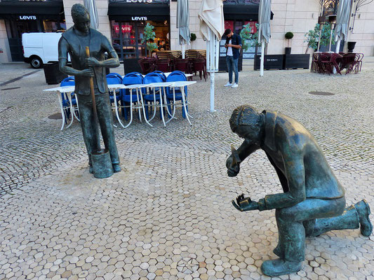 Das Denkmal Monumento ao Calceteiro in Lissabon