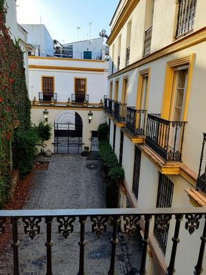 Unsere Wohnung in einem typisch andalusischen Haus mit Innenhof....