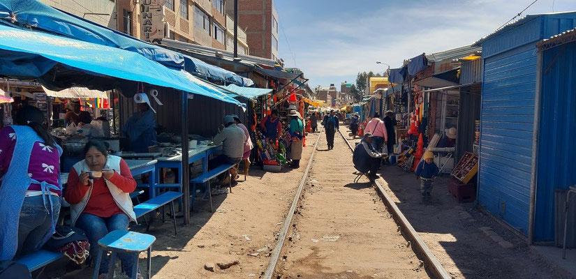 Der Markt entlang der alten Bahnlinie
