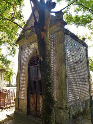 Die letzte Behausung - auf dem Friedhof