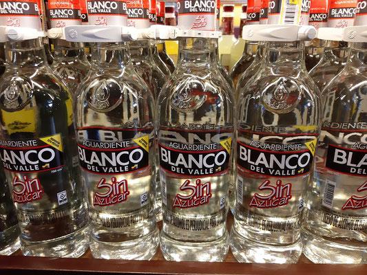 Aguardiente - Zuckerrohr-Schnaps mit Anis gewürzt. Wird in Cocktails verwendet oder als Shot getrunken.