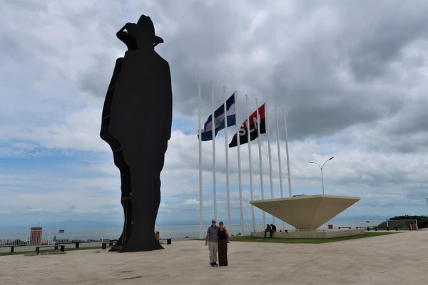 Parque Histórico Nacional Loma de Tiscapa mit einer übergrossen Statue von Augusto César Sandino....