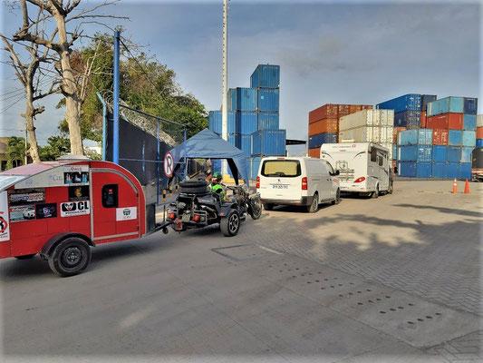 Schweiz - Frankreich - Brasilien - im Konvoi zum Verschiffen nach Panamá