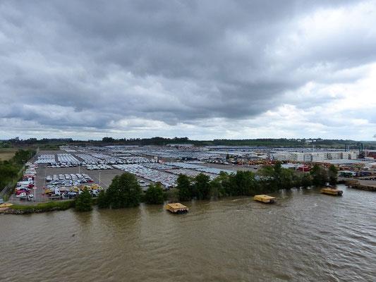 Grösster Autoverladehafen Argentiniens