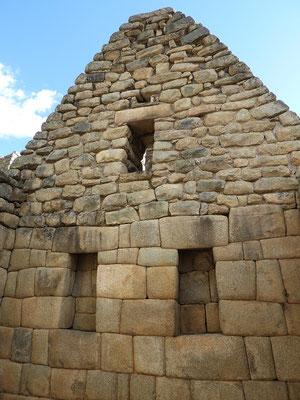 Unten (Aufenthaltsbereich) gemauert im Inka-Imperial-Stil - oben (Estrich) Inka-Rustico-Stil