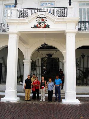 Wir erhalten eine persönliche Einladung des obersten Polizeichefs von Panamá City zum Besuch des Präsidentenpalastes