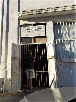 Röbä sucht ein Restaurant und landet beinahe im Frauengefängnis ;o))