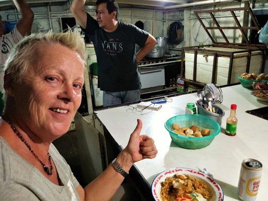 Nachtessen in der Schiffsküche bei Pitim