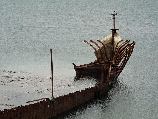 Schiff Lord Lonsdale - fing Feuer bei den Falklandinseln auf dem Weg von Hamburg nach Mexiko und wurde später nach PA geschleppt....
